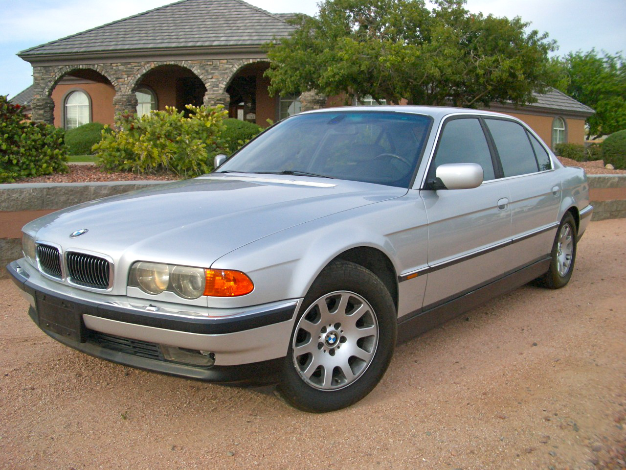 2000 BMW 740iL