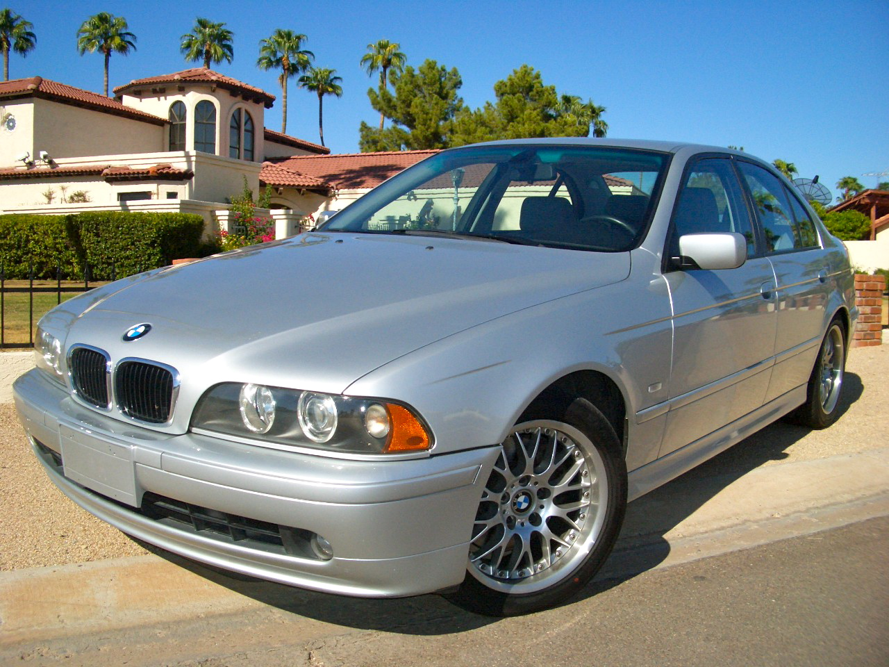 02 BMW 530i 